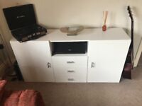 Lovely white unit/sideboard with high gloss doors and drawers!!