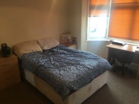 Largest double room. Winton. (5 minutes from University)