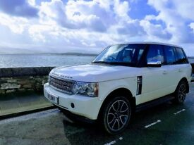 White Range Rover Vougue V8 Auto Fully loaded Top spec
