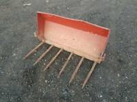 Mf tractor front loader dung grape