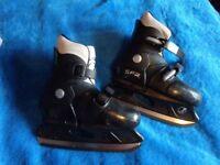 kids adjustable ice skates - size UK 3-6