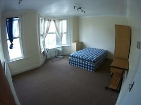 Move in today, TWIN ROOM or DOUBLE, Leyton, 5 min from underground, 2 bathrooms, Bills included