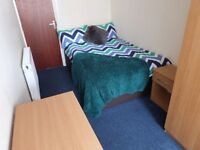 4 rooms available in PGCE STUDENT house in ORMSKIRK town centre, available on SINGLE tenancies