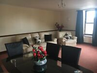 Large 3 Bed Flat, 1st Floor. 2 x King & 1 x Double Bedroom, Adjacent City View, Tullos & Altens