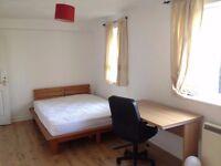 Spacious en-suite master bedroom in Beckton E6