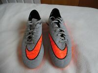 Mens NEW Nike Football Boots - Size 9