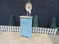 SOLID PINE FARMHOUSE CUPBOARD UNIT VERY SOLID AND IN EXCELLENT CONDITION 44/26/80 cm £25