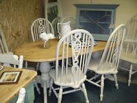 STUNNING SOLID PINE OVAL TABLE AND SIX WHEEL BACK CHAIRS VGC