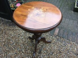 Pretty Inlaid Round Occasional Table