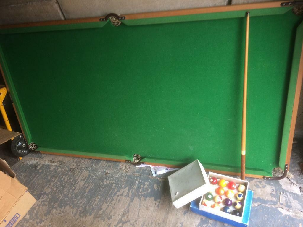 Pool/ snooker table. Full set of pool bowls.