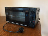 Logik Mini Oven (L18MOV12) 1300 Watt, in good condition.