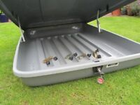Halfords Roof Box approx 420 ltr max 50kg suitable Holidays + 4x secure brackets extra space