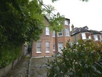 1 bed flat to rent in Surbiton