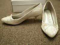 New off white lace covered bridal shoes size 6