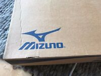 WOMEN'S MIZUNO RUNNING TRAINERS. SIZE UK 7 OR EURO 40.5. AS NEW. WAVE NIRVANA MODEL. SILVER.