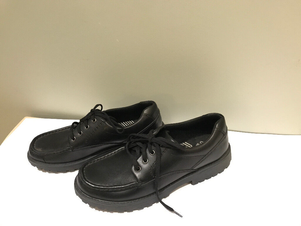Clarks Bootleg Black Lace-up School shoes. Size 7 1/2 G (41 1/2 W) Excellent condition