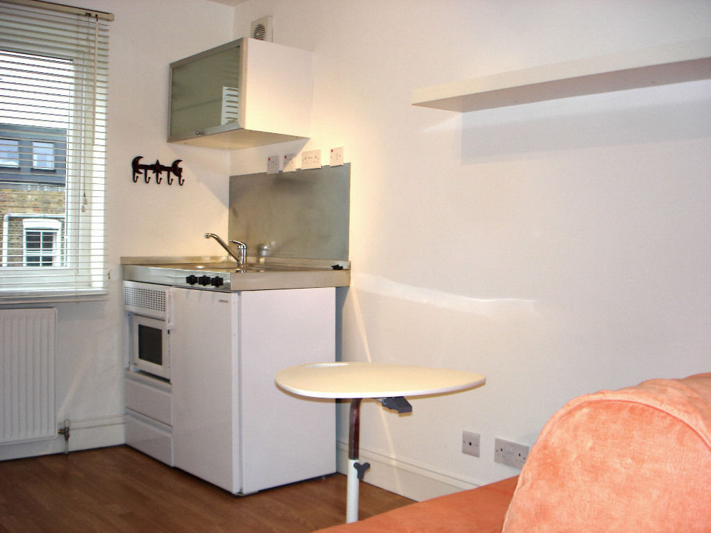 Newly Refurbished Self contained single studio flat in Shepherds Bush