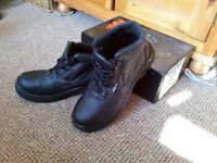 Safety boots protective shoes size 9 / 43 PPE