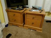 ****REDUCED £150**** Matching Wardrobe and Bedside drawers