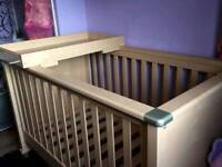 Mama & Papas Modenza Cot bed with changing unit