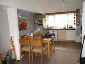 Spacious and light 1 bedroom unfurnished first floor flat £900