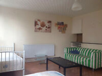 **HUGE ROOM TO SHARE**LANGDON PARK**JUST 90 PW***
