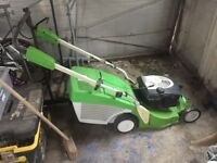 Petrol selfpropelled lawn mower