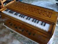 indian table top portable harmoneium,made in india,full size keys,very good condition,stanmore,middx