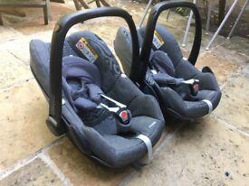 2 Car seats Maxi cosy Peeble