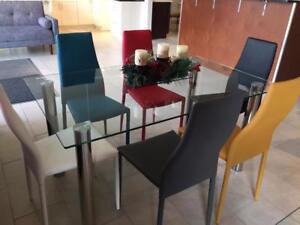 Table avec 4 Chaises, Grand Promotion la Semaine !!!!