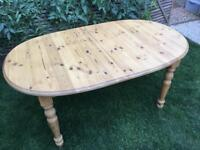 Lovely oval pine table, extendable, great condition with 6 farmhouse chairs
