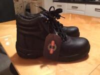 Men's black steel top cap boots size 7