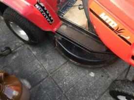 MTD J136. Lawn Tractor