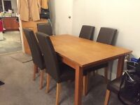 Extendable dinning room table and 6 chairs good condition.