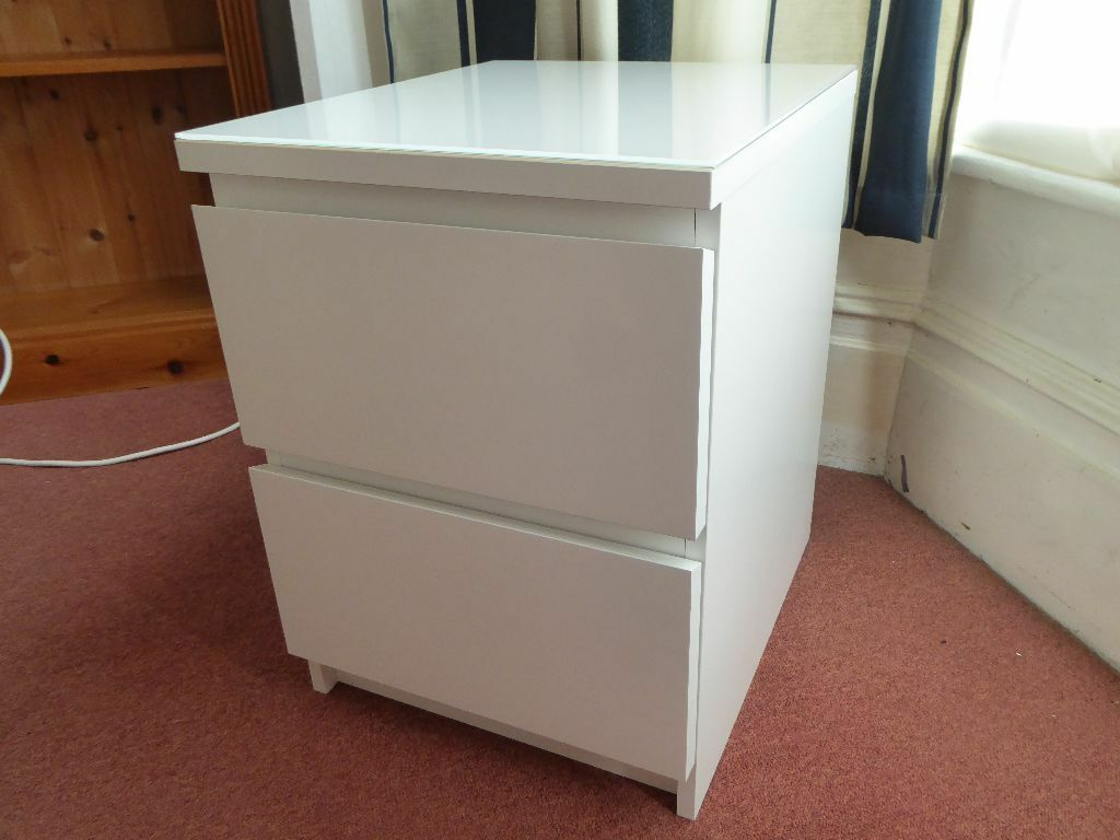 white ikea malm bedside table with a glass top in southsea hampshire gumtree. Black Bedroom Furniture Sets. Home Design Ideas
