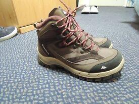Female hiking boots - 5.5
