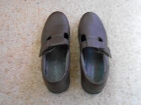 Hotter brown t bar shoes
