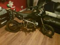 £250 ono125cc pitbike 140 cc barrel carb and piston
