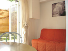 Large Bright specious studio flat in Shepherds Bush (with private patio)