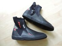 Crewsaver Wetsuit boots Size 9/ EU43 Zircon. Very good condition.