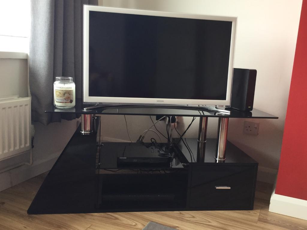 LED/LCD/Plasma High Gloss MDFBlack Glass TV Stand up to 52 inches65 onoin Neath, Neath Port TalbotGumtree - LED/LCD/Plasma High Gloss MDF & Black Glass TV Stand up to 52 inches £65 onoIm currently selling a black high gloss & chrome TV stand. This is in good condition with some markings but cant really be seen as its on the shelf. This is a funky/modern...