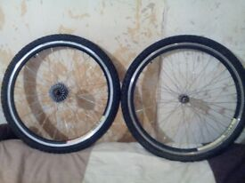 MOUNTAIN BIKE WHEEL SET,26 inch ,DOUBLE WALLED, VERY LIGHTWEIGHT, EXCELLENT CONDITION, £30 ONO