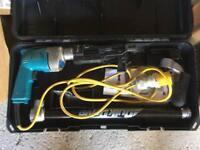 Makita screw gun and screws