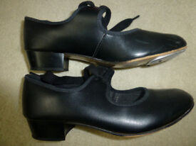 Tap shoes size UK2