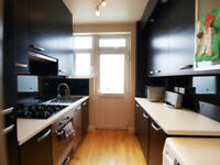 Stunning 4 bedroom house with a lounge & garden within easy access of Turnpike Lane & Green Lanes