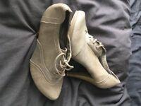 tan colour size 6 boot heel shoe