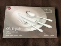 ARthur price old english 32 piece cutlery set