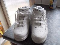 BRAND NEW STYLO GOLF SHOES SIZE 7.7 CAN DELIVER / POST ONLY £15 !