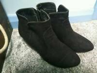 Ladies Size 5 Heeled Boots
