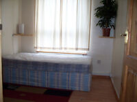 SINGLE ROOM IN MILE END, NO AGENCY FEES!!! PRIVATE LANDLORD, ALL BILLS INCLUDED!